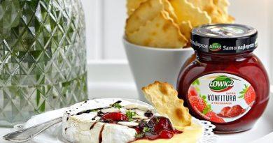 Kulinaria: Pieczony camembert z konfiturą truskawkową Łowicz