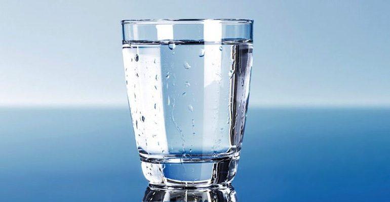 Znalezione obrazy dla zapytania szklanka wody
